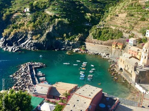 Fotobehang Liguria The bay in Vernazza, Italy