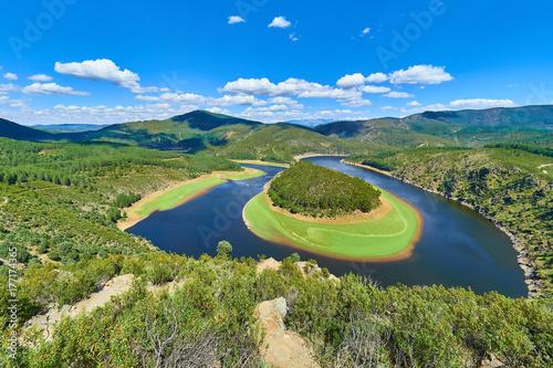 Paisaje del Meandro del Melero formado por el Río Alagón en la Comarca de las Hurdes, Extremadura, España