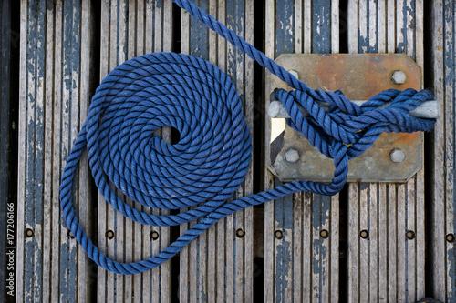 Fotografie, Obraz  Nœud corde marin bateau ponton amarre bleu cordage attacher marina voilier