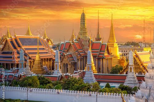 Grand palace and Wat phra keaw at sunset Wallpaper Mural