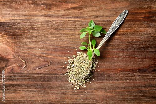 Foto auf Gartenposter Gewürze 2 Spoon with aromatic dried oregano on wooden background