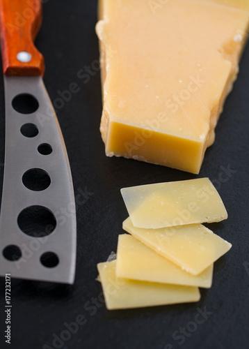 Plakat nóż do sera z drewnianą rączką na czarno