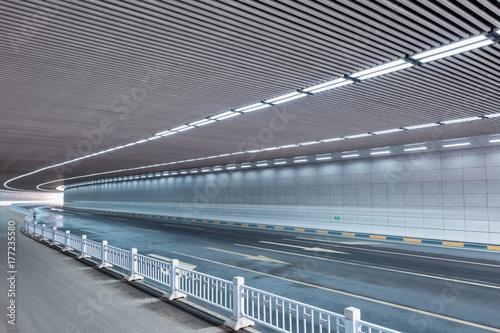 Plakat wnętrze tunelu