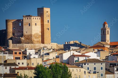 Fototapeta Miasto Cofrentes, zamek i dzwonnica