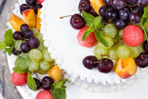 Cadres-photo bureau Fruits Sweet fruits and white wedding cake