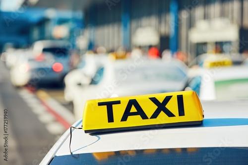 Plakat Taksówki na ulicy