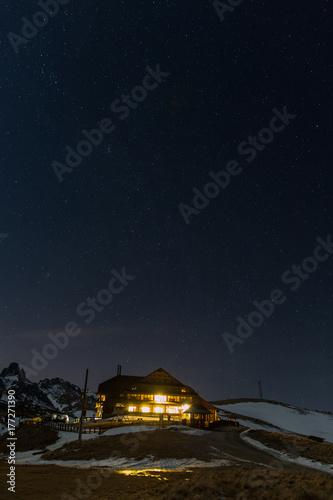 Plakat Panorama górska w nocy