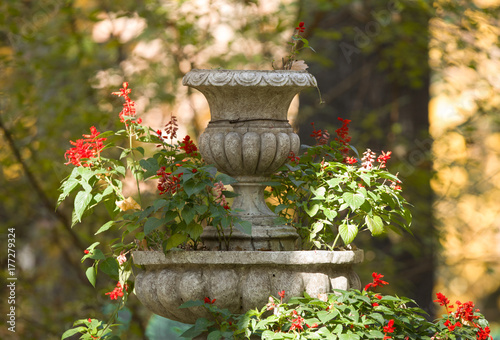 Autocollant pour porte Fontaine old fountain with flowers