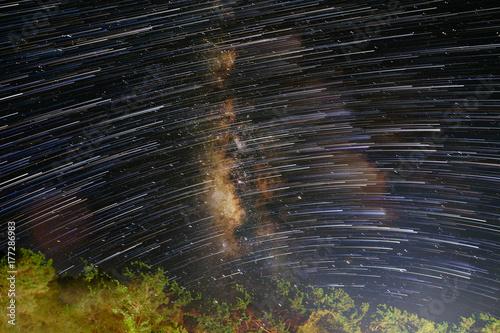 Zdjęcie XXL Drogi Mlecznej z gwiazdą szlaku.