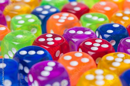 Obrazy wieloczęściowe kolorowe kostki do gry 3d