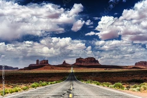 Fototapeta Droga do Monument Valley