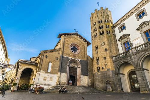 Fotografie, Obraz  Orvieto - ottobre 2017 - Vista sulla chiesa di san Bartolomeo e san' Andrea