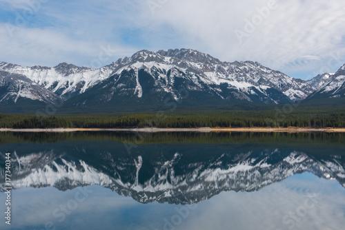 Fotobehang Reflectie Rocky Mountain Landscape