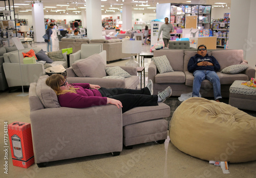 Astounding Shoppers Rest On A Sofa On The First Day Of Liquidation Ibusinesslaw Wood Chair Design Ideas Ibusinesslaworg