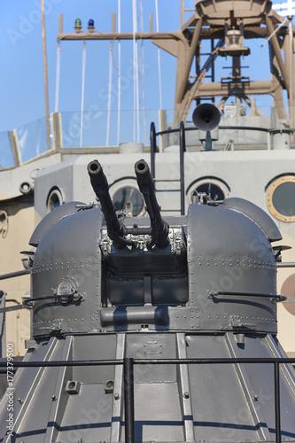 Fototapeta Karabin maszynowy na niszczycielu wojennym. Morska broń