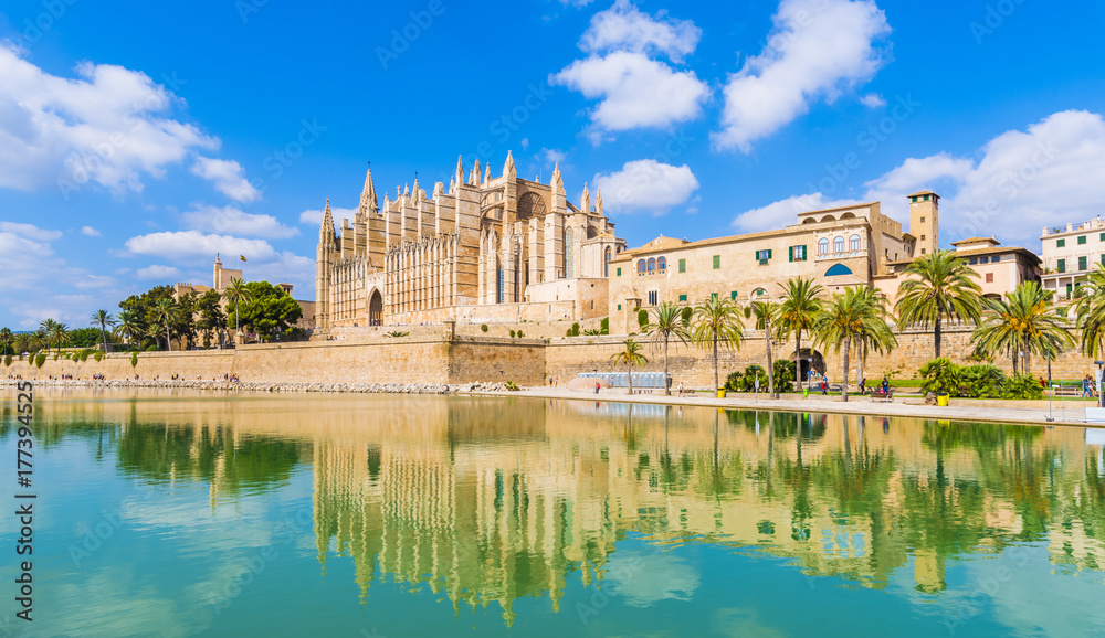 Fototapety, obrazy: The gothic Cathedral and medieval La Seu in Palma de Mallorca islands, Spain