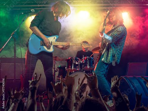Zdjęcie XXL Koncert rockowy w klubie.