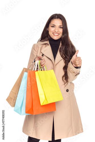 Plakat kobieta z torby na zakupy