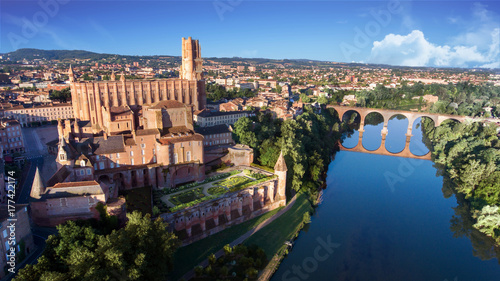 Photo Albi et sa cathédrale surplombant le Tarn