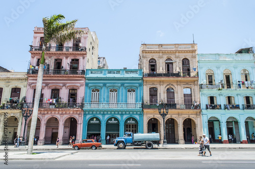 Montage in der Fensternische Havanna Colorful Havana Cuba