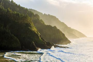 Fototapeta Do hotelu Golden hour light hits the Oregon Coastline at the Heceta Head Lighthouse