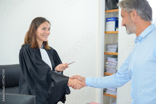 female lawyer meeting client in courthouse office Slika na platnu