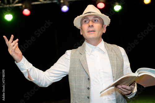 Fotografia, Obraz  stage actor rehearsing his role