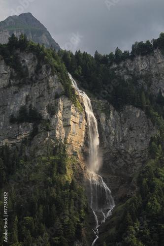 Plakat Wodospad w Oberlandzie Berneńskim. Oltschibachfall.