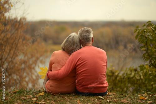 Fotografia  senior couple hugging