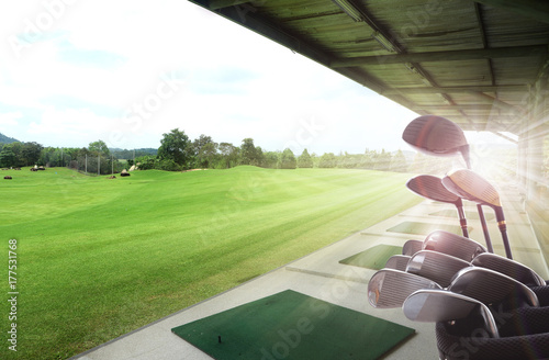 Photo  Golf clubs drivers over beautiful golf driving range