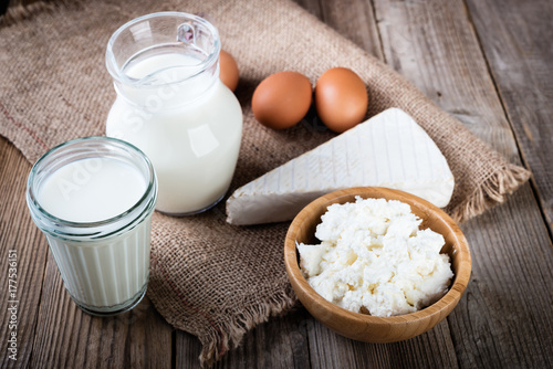 Staande foto Zuivelproducten Tasty dairy products on rustic wooden table