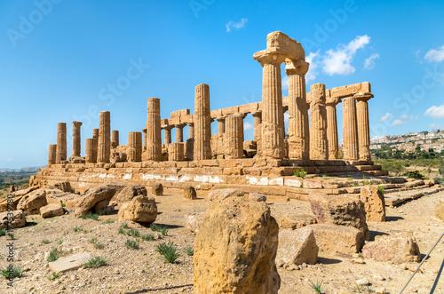 Plakat Świątynia Juno lokalizować w dolinie świątynie w Agrigento, Sicily, Włochy