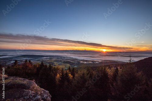 Papiers peints Morning Glory Sonnenaufgang in den Vogesen auf dem Odilienberg