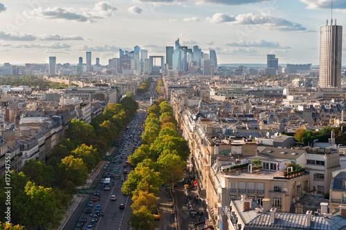 Papiers peints Con. ancienne skyline of Paris city towards La Defense district from above, France