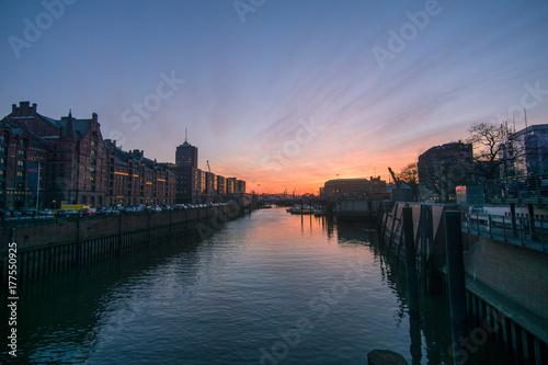 Wunderschöner Sonnenuntergang Hamburg Speicherstadt Poster