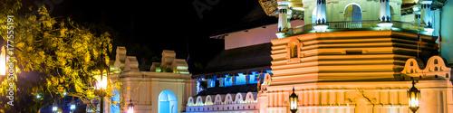 Zdjęcie XXL Kandy, Sri Lanka. Buddyjska świątynia świętego zęba relikwii