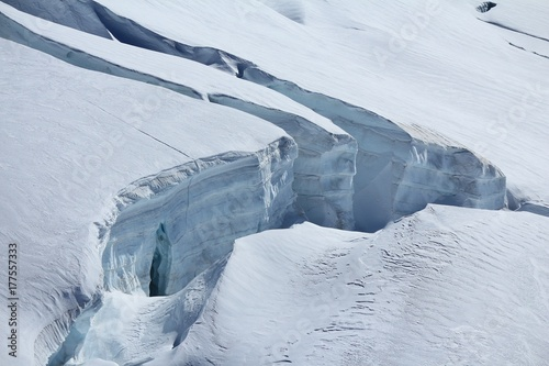 Deurstickers Gletsjers Large crevasse in the Aletsch glacier.