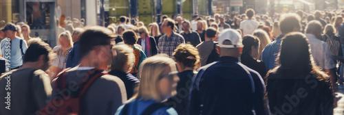 Zdjęcie XXL anonimowy tłum chodzących ludzi