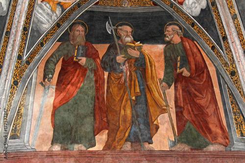Fotografía  tre apostoli; affresco del presbiterio della chiesa di San Vigilio a Pinzolo