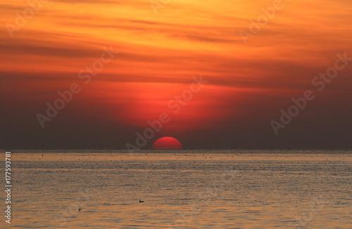 Zdjęcie XXL Piękny wschód słońca nad morzem