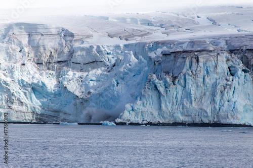 Plakat Cielenie się lodowca na Antarktydzie