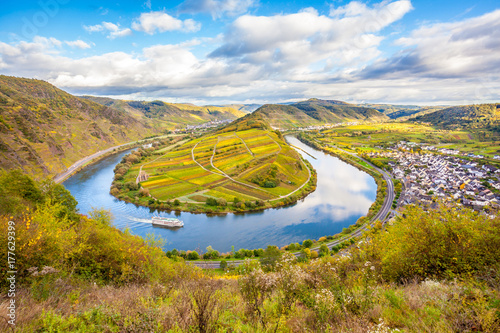 Poster Miel Calmont Moselle loop Landscape in autumn colors Travel Germany