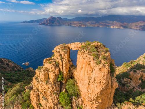 Deurstickers Canarische Eilanden Die Calanche an der Westküste von Korsika im Golf von Porto ist ein UNESCO Welterbe