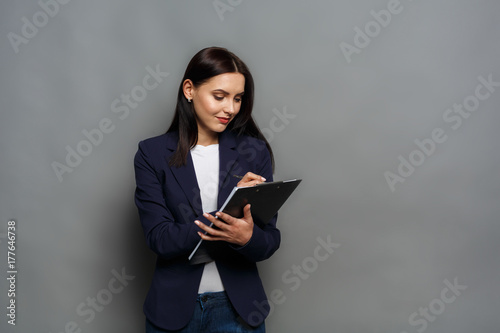 Fotografia  Business woman checking schedule at work