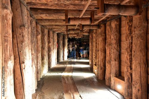 kopalnia-solna-wieliczka-salt-mine-horizontal-tunnel-adit-in-mines-krakow-poland