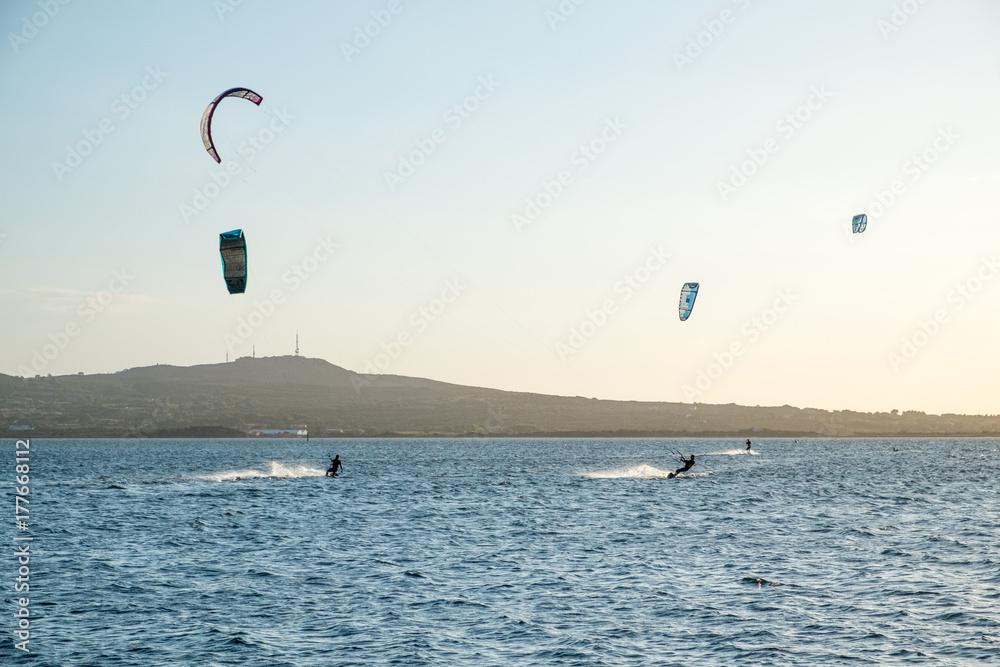 elegant im Stil besondere Auswahl an am besten authentisch Kite surf spot Punta Trettu Sardinia Foto, Poster ...