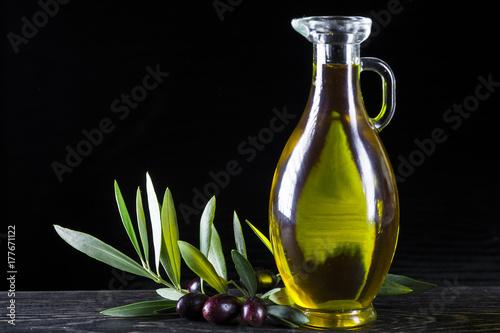 Fototapeta Aceite de oliva virgen extra el mejor condimento para la comida obraz