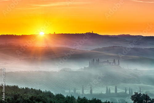 Poster Miel Beautiful Tuscany landscape at sunrise, Italy