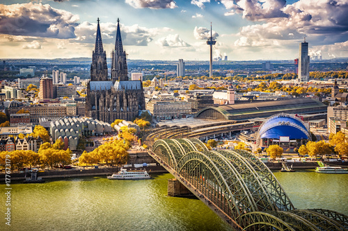 Cuadros en Lienzo Aerial view of Cologne, Germany