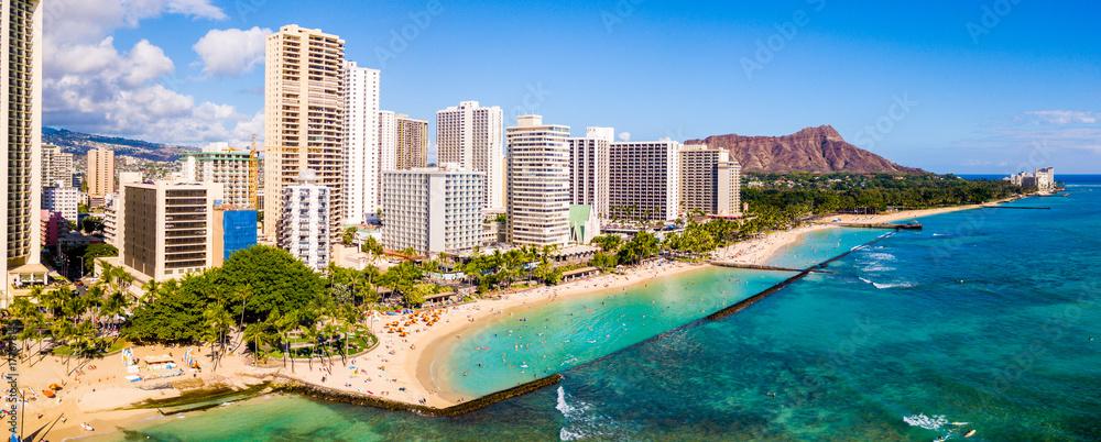 Fototapeta Honolulu, Hawaii. Aerial skyline view of Honolulu, Diamond Head volcano including the hotels and buildings on Waikiki Beach.